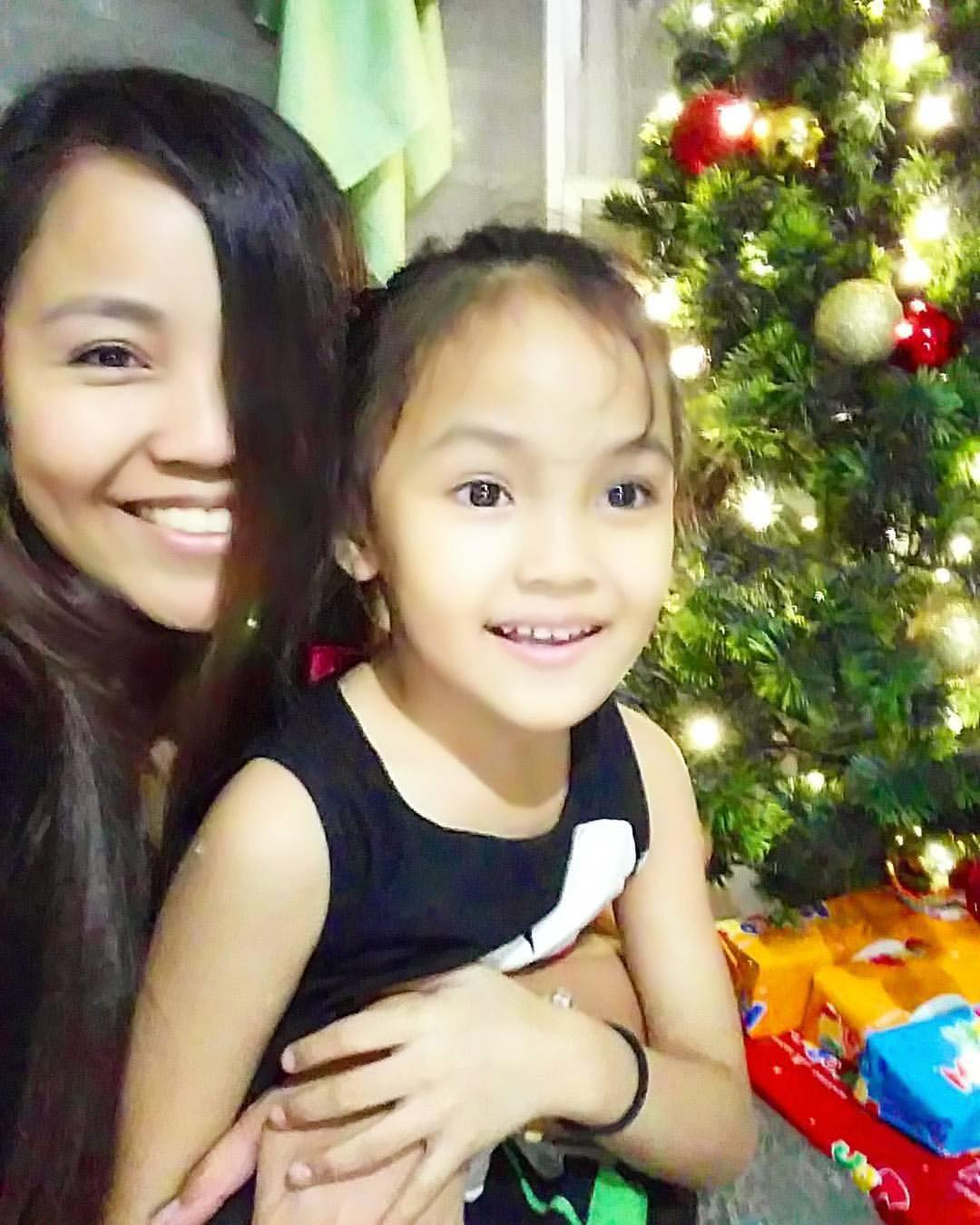 Caregiver Hessed Torres and her daughter