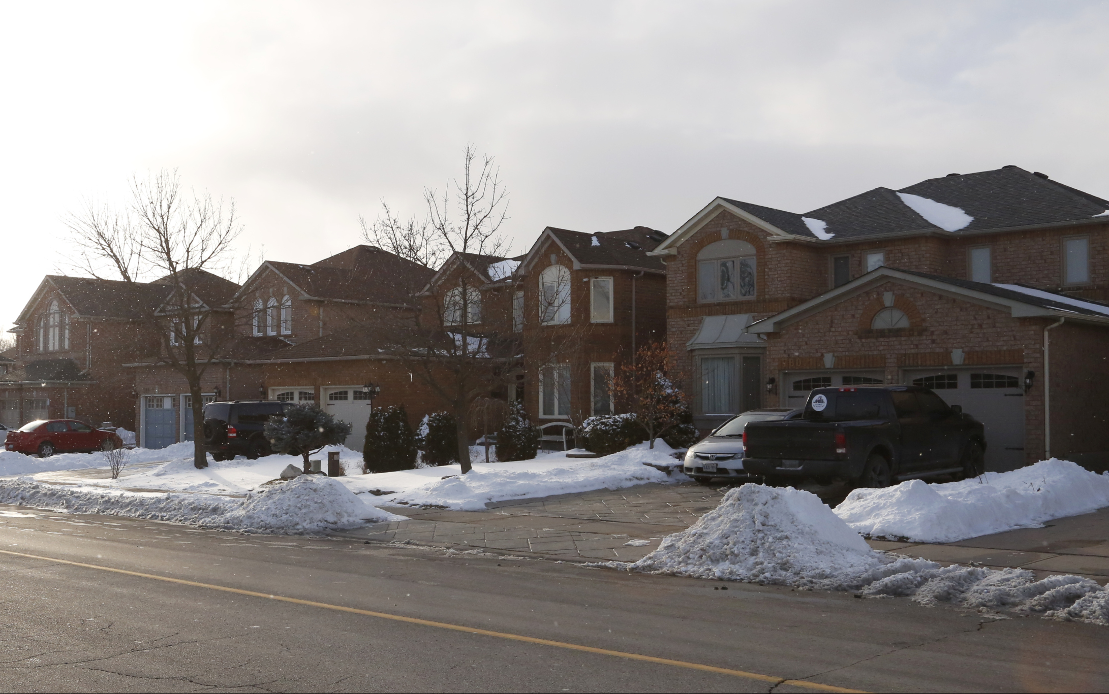 Photo of a row of single-family houses in Brampton illustrating typical housing in the city.